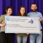 La tutora Teresa Coma i el director de l'Escola Pia Granollers, David Mas, amb la Marina Andreu